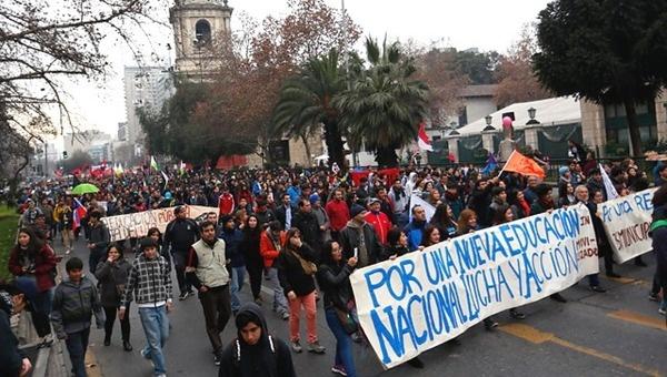 Nueva marcha de estudiantes chilenos contra reforma educativa