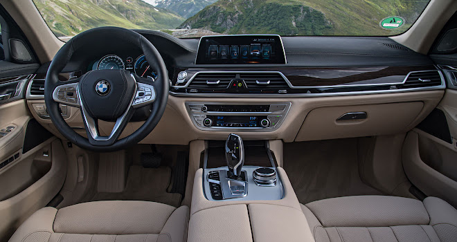 BMW 740Le xDrive interior