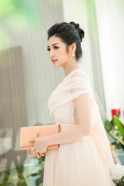 Khó cưỡng trước vẻ đẹp của á hậu Tú Anh tại sự kiện - Ảnh 7
