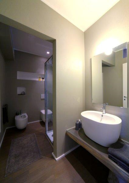Interior relooking idee per arredare un bagno piccolo for Arredo bagno doccia