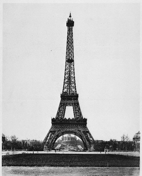 under the eiffel tower - photo #40