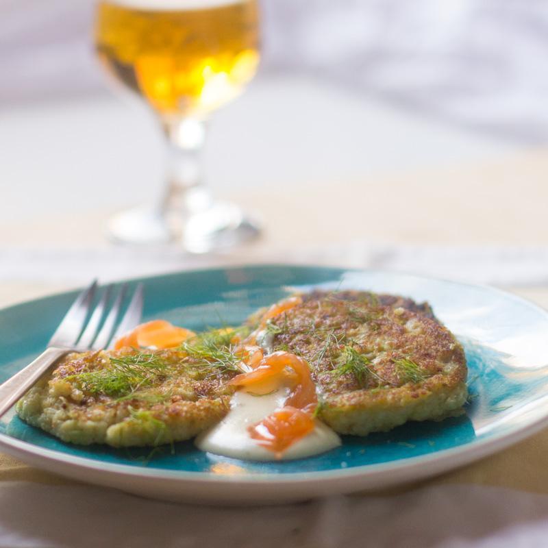 receta de buñuelos de repollo con salsa de salmón
