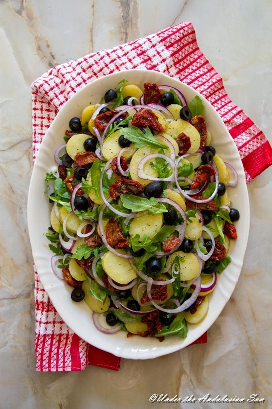 Andalusian auringossa_perunareseptejä ympäri maailman_Välimerellinen perunasalaatti_gluteeniton_kosher