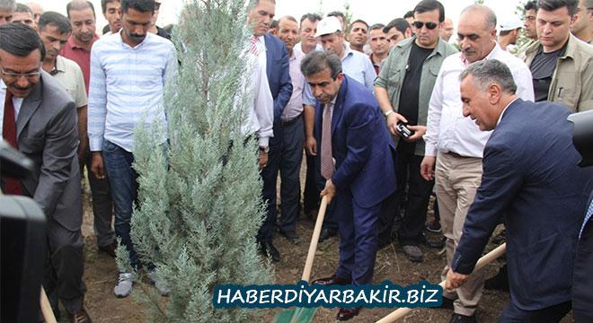 Diyarbakır Kent Ormanı'nda 15 Temmuz şehitleri adına fidan dikildi