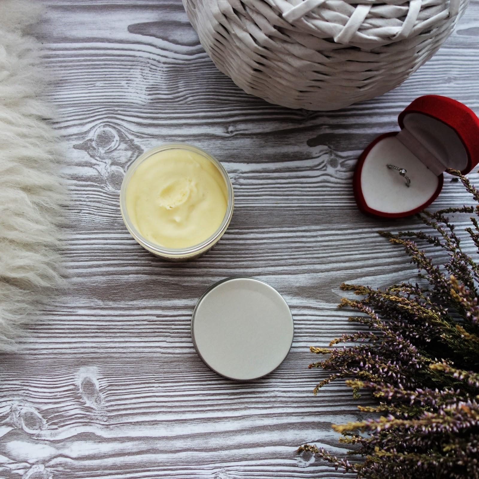 Fresh&Natural pasta do mycia twarzy.
