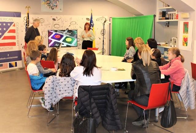 """U Američkom kutku Mostar jučer održano predavanje """"Jesu li naša djeca sigurna na internetu?"""""""