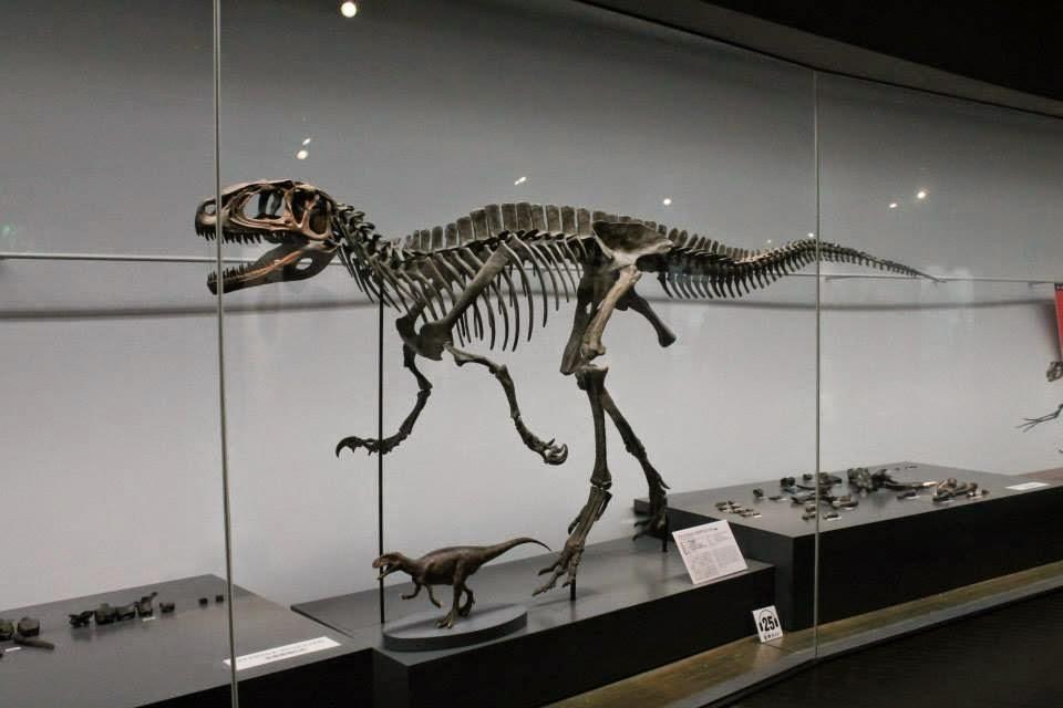 dinosauer kødæder der spiser ander
