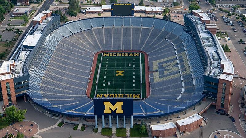 Самый вместительный стадион Michigan Stadium
