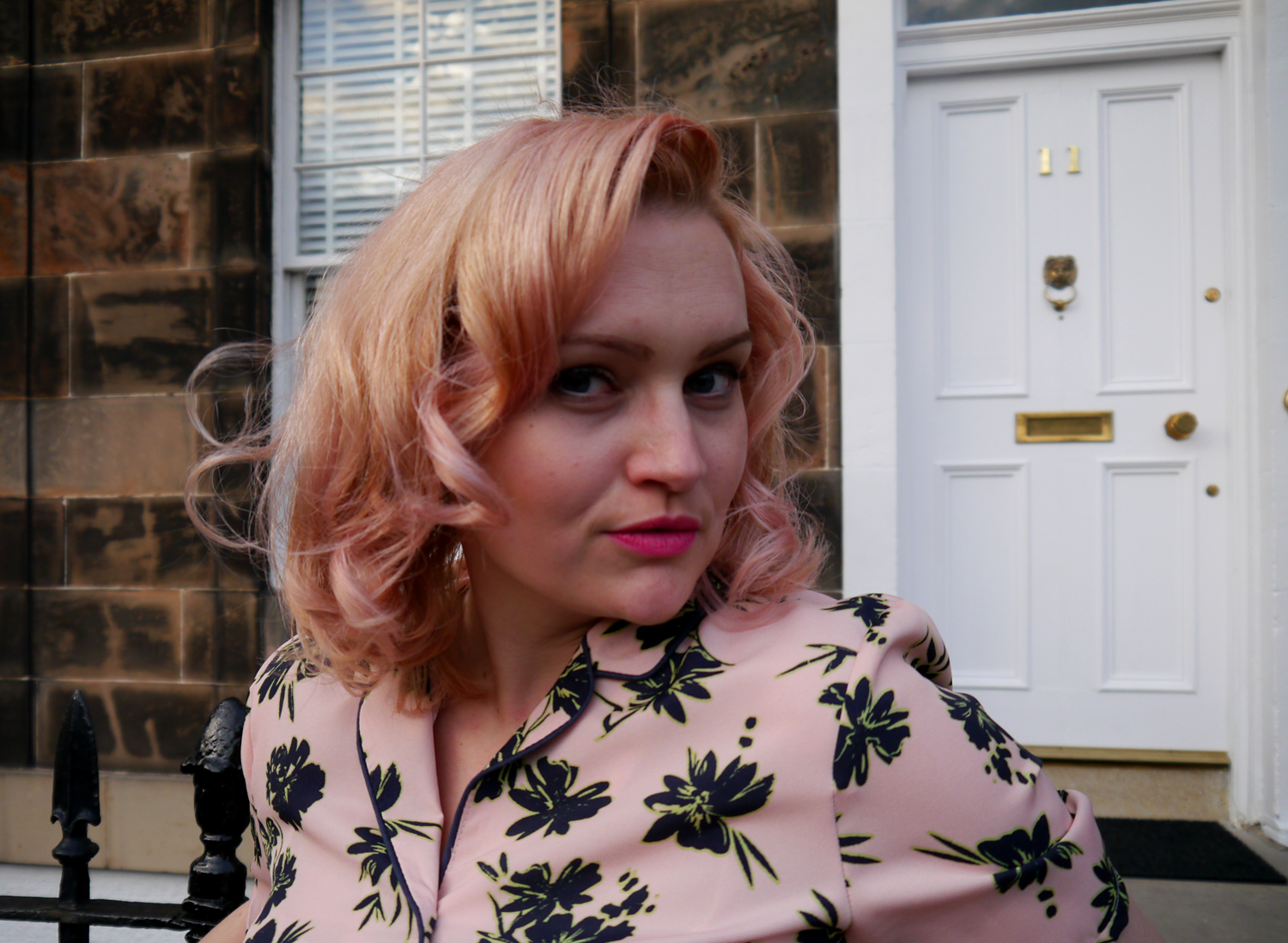 pink pin up hair, 1950s hairstyle, Hawaiian shirt, scottish fashion blog, pink hair DIY, mathcing hair and lipstick, Edinburgh blogger, Scottish blogger, Wardrobe Conversations