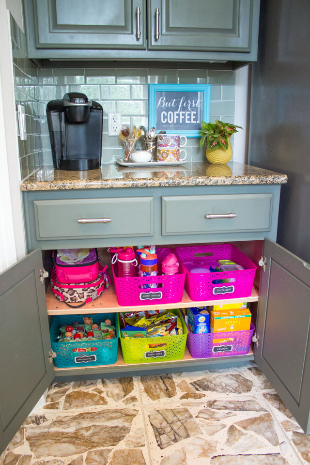 How to create a school lunch station - so handy for getting out the door in the morning!