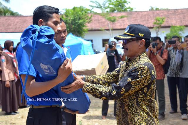 Penjabat Sekretaris Daerah Kukuhkan Petugas Kampung Siaga Bencana Panji Nawangkung Kecamatan Panggul