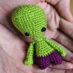 http://blog.blackhatllama.com/2015/10/alien-free-pattern/