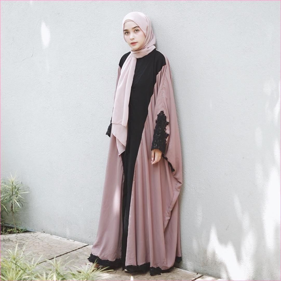 Outfit Kerudung Pashmina Ala Selebgram 2018 hijab pashmina sifon baby pink ciput rajut abaya hitam pink mangset high heels flatshoes ootd trendy kekinian hijabers tembok abu cincin legging