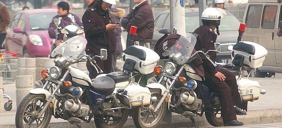 中国の白バイ警官