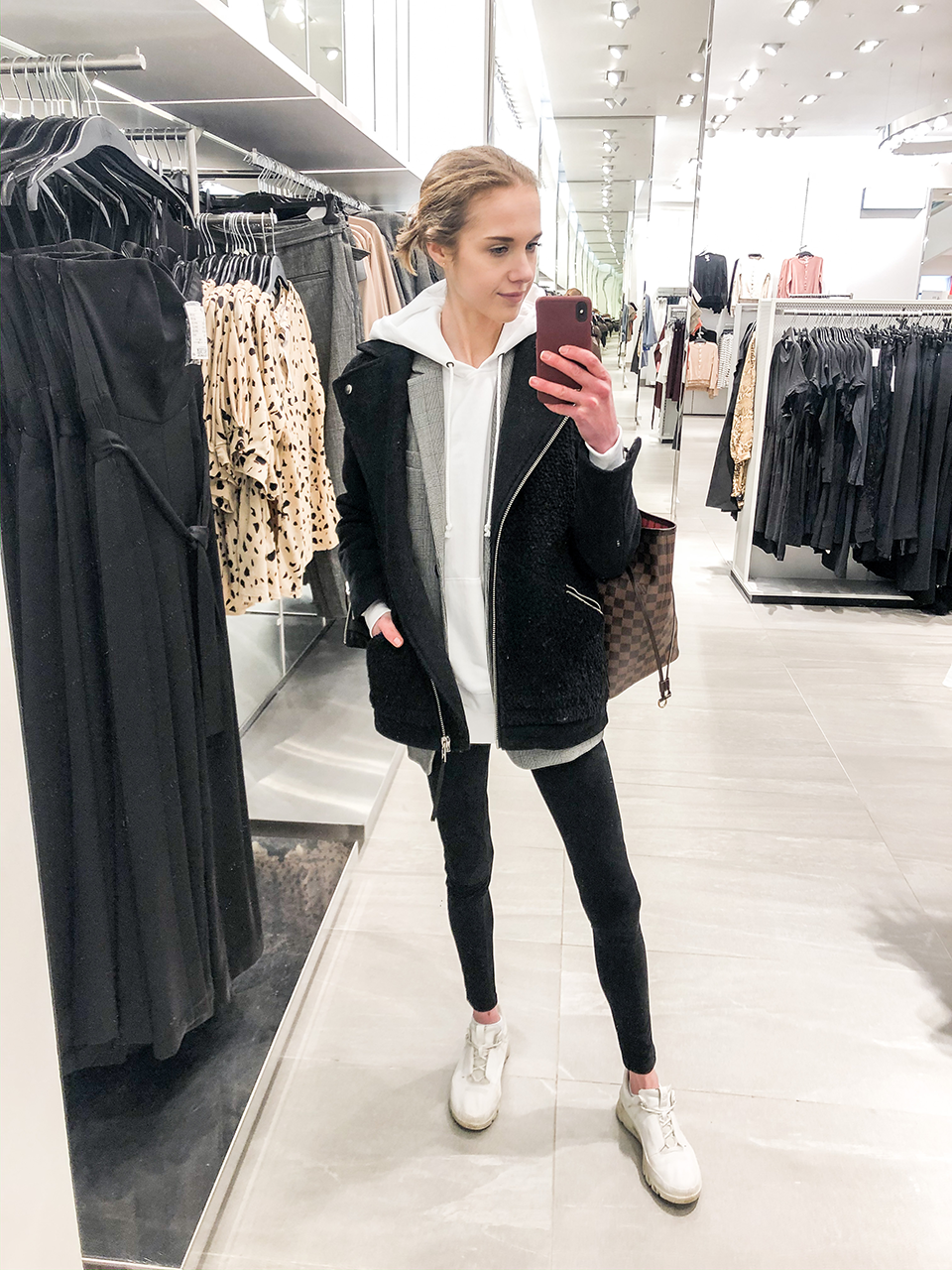 Athleisure outfit with leggings and hoodie - Sporttinen asu leggingsien ja hupparin kanssa