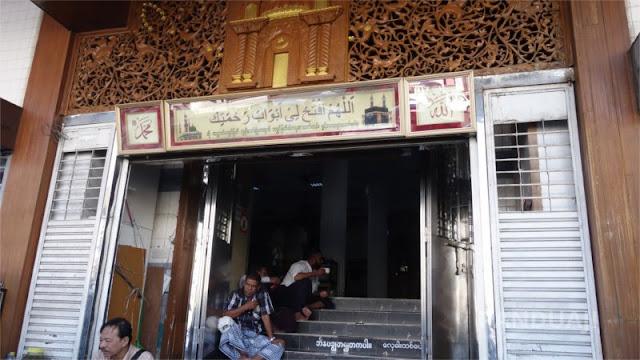 Pintu Depan Masjid Bengali Sunni Jameh Yangon