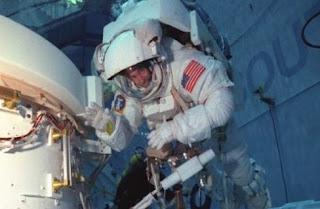 Τι χρειάζεται κάποιος για να γίνει αστροναύτης στη ΝASA και τι μισθό θα παίρνει