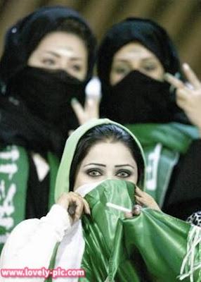 صور مشجعات المنتخب السعودي