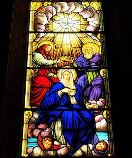 Vitral Catedral de Santa Maria (RS) - Nossa Senhora com Deus, Cristo e o Espírito Santo