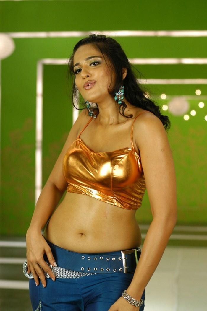Actress Anushka Hot Pics  Scenes Actress Anushka Hot -9301