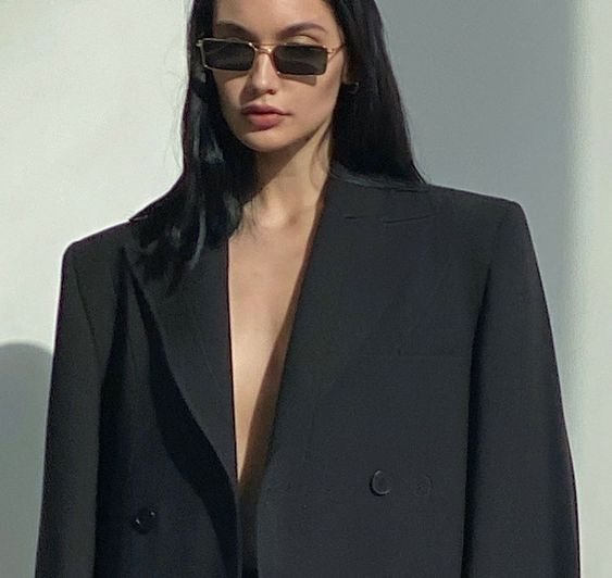 Style inspiration by @yanamotina | basics, blazer, sunglasses, masculine style | Allegory of Vanity