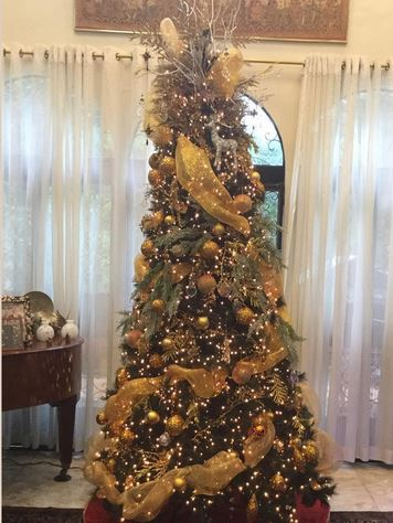 Check Out The Colorful and Chic Christmas Trees Of Famous Celebrities This 2016! #4 Is So Fabulous!