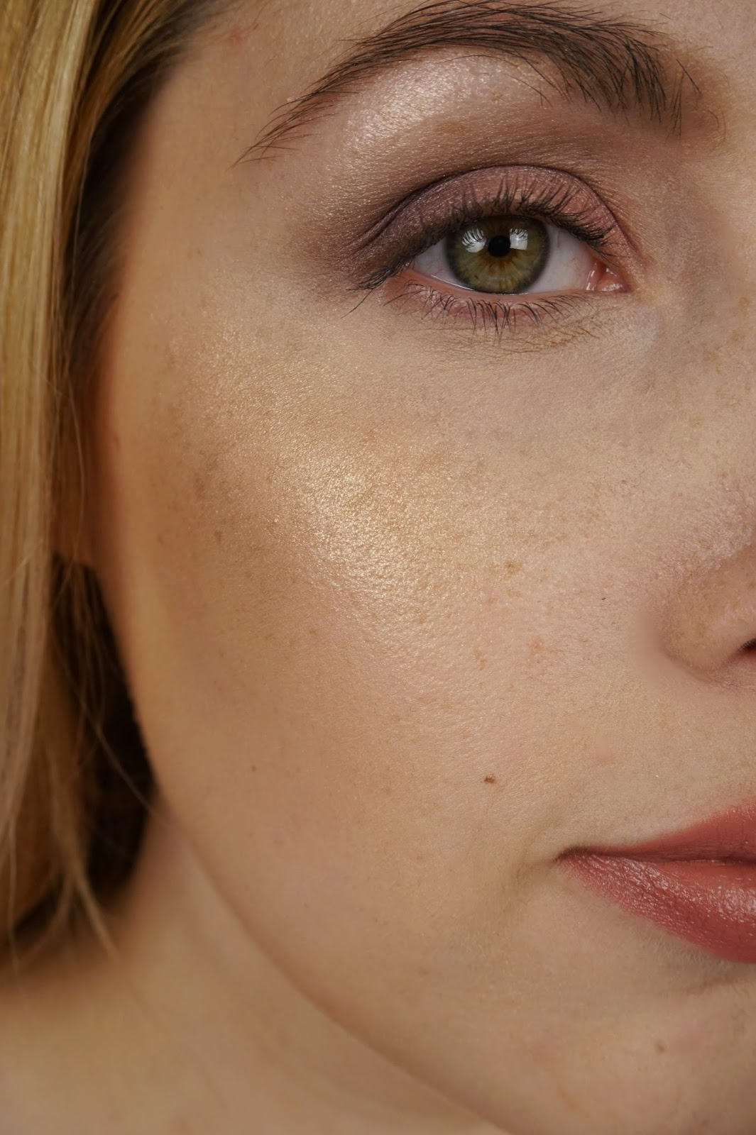 diorskin nude air luminizer shimmering sculpting powder 001 review swatches face 2