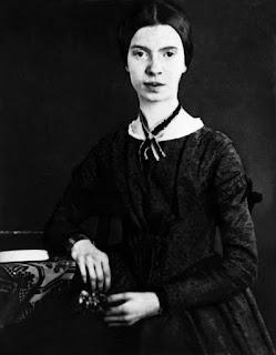 Emily Dickinson - El murmullo de una abeja (J155)
