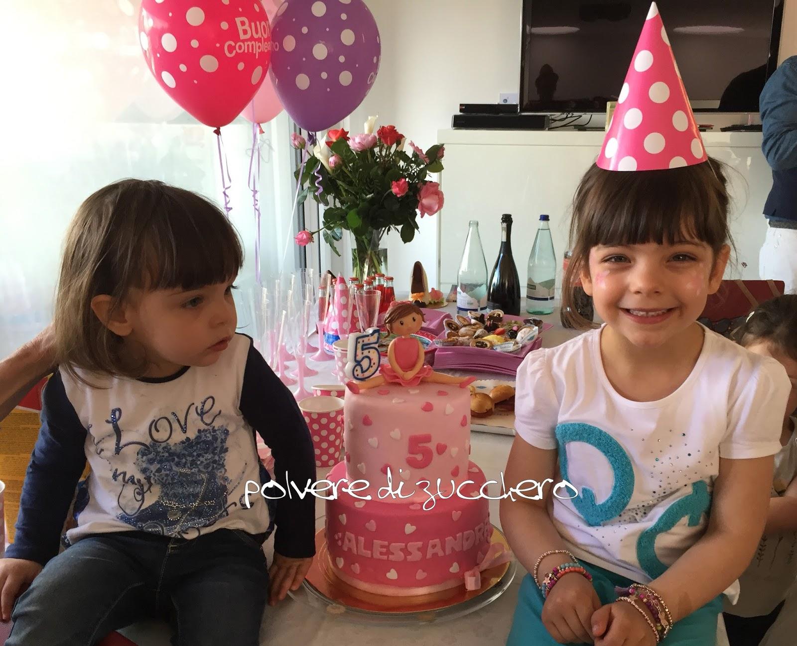 compleanno bimba torta decorata due piani cake design ballerina pasta di zucchero rosa polvere di zucchero