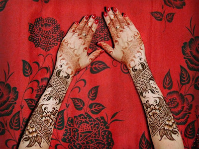 christmas-best-mehndi-designs-on-hands-for-girls-4