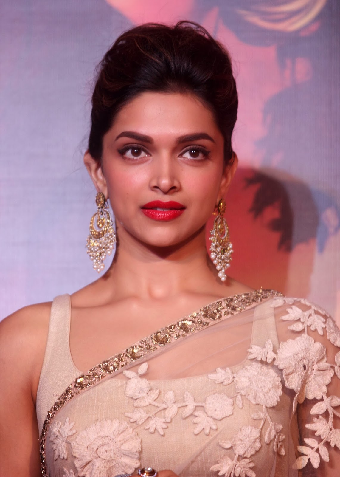Bollywood Actress Deepika Padukone Hot Smiling Face Closeup Photos