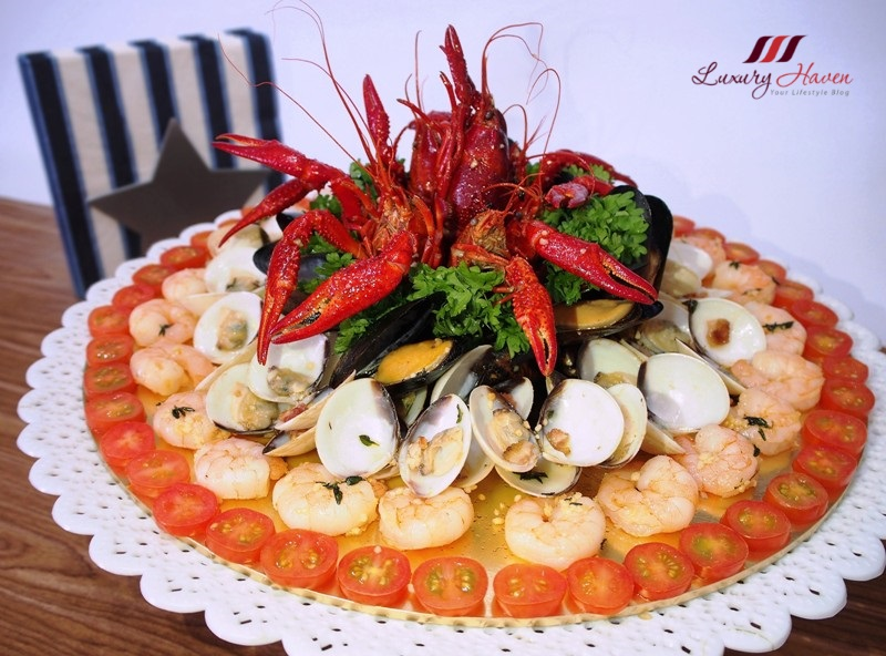 delicious party food seafood platter