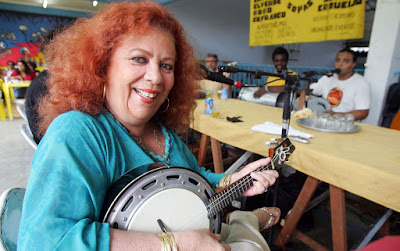 Beth Carvalho durante evento realizado no Andaraí, na zona norte do Rio de Janeiro, em 2007 — Foto: Marcos D'Paula/Estadão Conteúdo/Arquivo