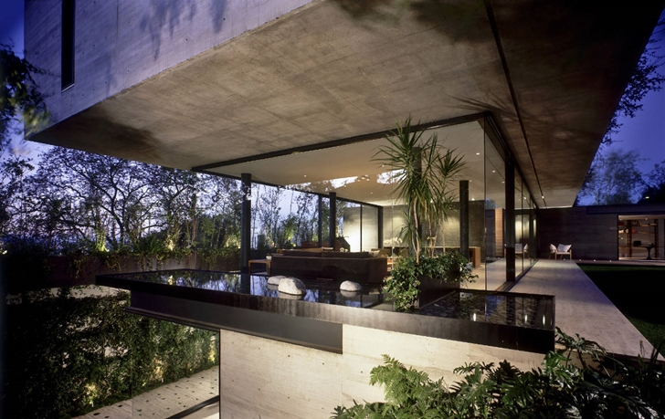 Glass wall in House La Punta by Central de Arquitectura