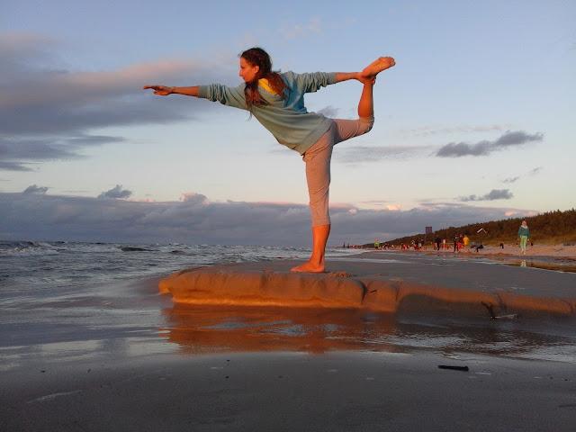 Joga - początki. Czy warto uprawiać jogę? Korzyści płynące z jogi. Podstawy.