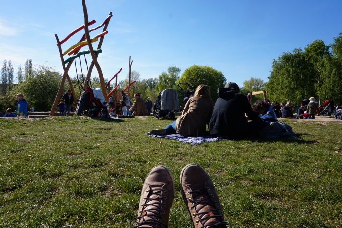 Berliinin Mauerparkissa viihtyy niin lapset kuin aikuisetkin - leikkipaikka ja sunnuntaikirppis