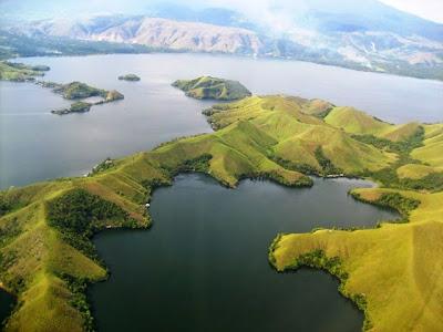 4 Tempat Wisata di Papua Barat Timur yang Terkenal  : Danau Sentani, Raja Ampat DLL