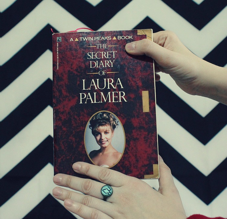 A Vintage Nerd Twin Peaks Fashion Vintage Fashion Blogger Retro Fashion Bowties Pop Culture Laura Palmer