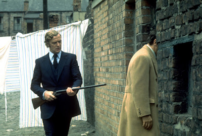 Michael Caine as Jack Carter, takes a gun shot from the back, Get Carter, Directed by Mike Hodges