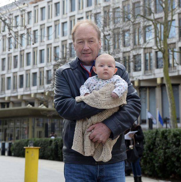 Embajada de EU interroga a un bebé ser sospechoso terrorista