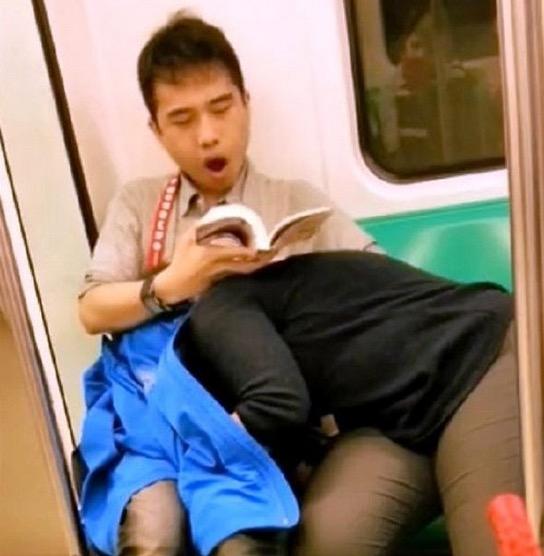 Pasangan Kekasih Selamba Buat Projek Dalam Keretapi