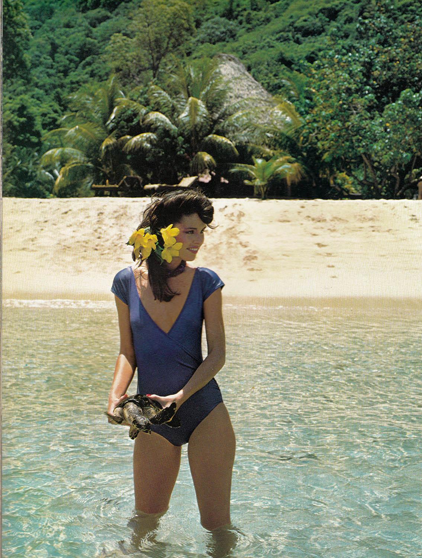 Emmanuelle 2 1975 with sylvia kristel - 2 part 2