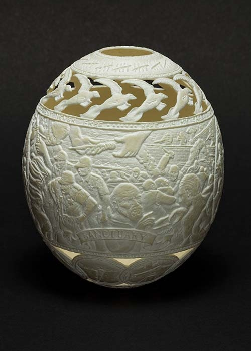 12-Sanctuary-Gil-Batle-Hatched-in-Prison-Carvings-on-Ostrich-Eggs-www-designstack-co
