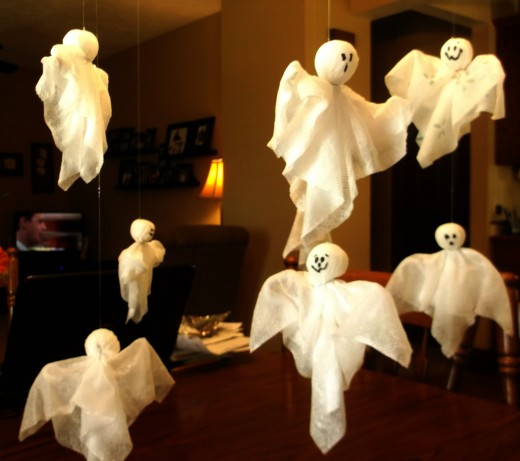 16 DIY Halloween ghost craft ideas for kids to make. DIY Paper towel ghost for Halloween. Halloween Creative and funny ghost craft ideas. Easy to make DIY Halloween funny Paper craft ghost 2018. Halloween paper craft ghost for outdoor decoration. Preschool paper ghost craft ideas for kids to make. Spooky ghost craft decoration for home. Paper craft for indoor decoration. Scary Halloween craft decoration lights.