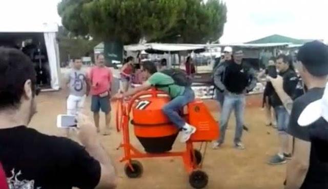 VIDEO: Kocak, Pria Ini Ubah Pengaduk Semen Jadi Sepeda Motor
