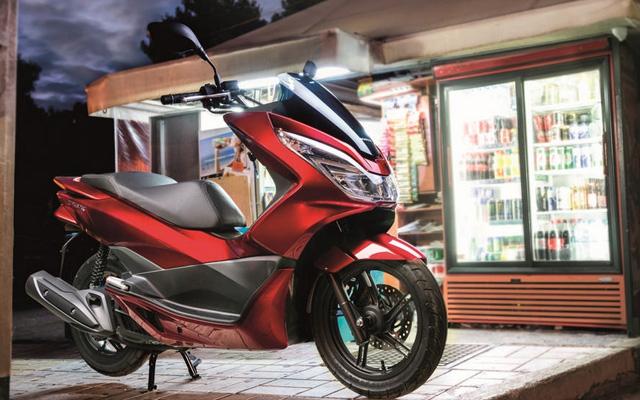 новый скутер Honda PCX 125