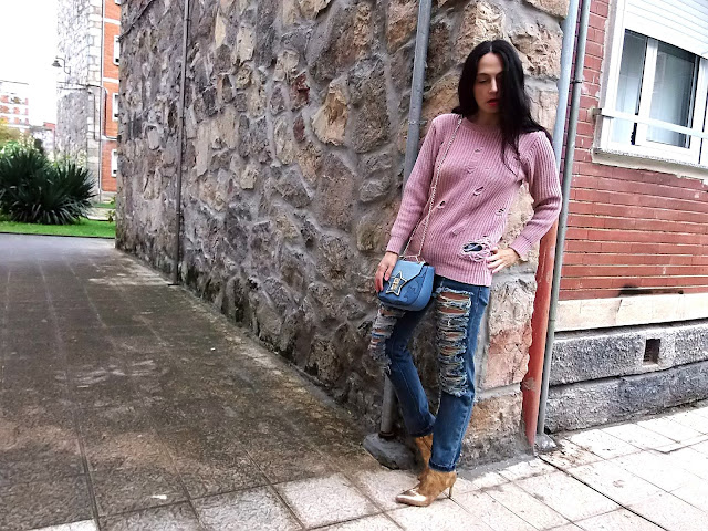 fashion, moda, outfit, look, blog, blogger, walking, penny, lane, style, estilo, streetstyle, trendy, chic, cool, casual, rock, cloth, garment, coat, winter, zara, skinnydip, asos, glamorous, boohoo, ripped, jeans, denim, sweater,