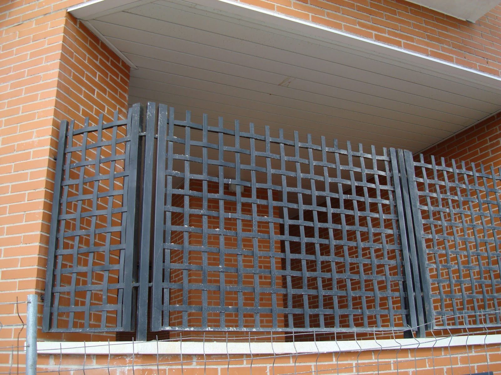 Cerrajeria madrid carpinter a met lica carpinter a de for Modelos puertas metalicas para casas