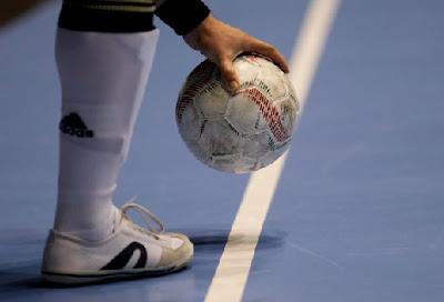 peraturan tendangan kick in ke dalam futsal