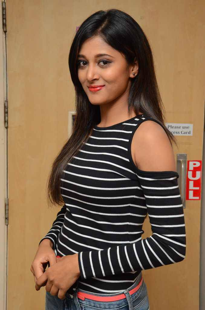 South Indian Actress Sushma Raj Photos In Black Dress At Movie Promotions Radio City